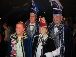 Prins Gerard, adjudant Arjan, jeugdprinses Isa en jeugdadjudant Tess